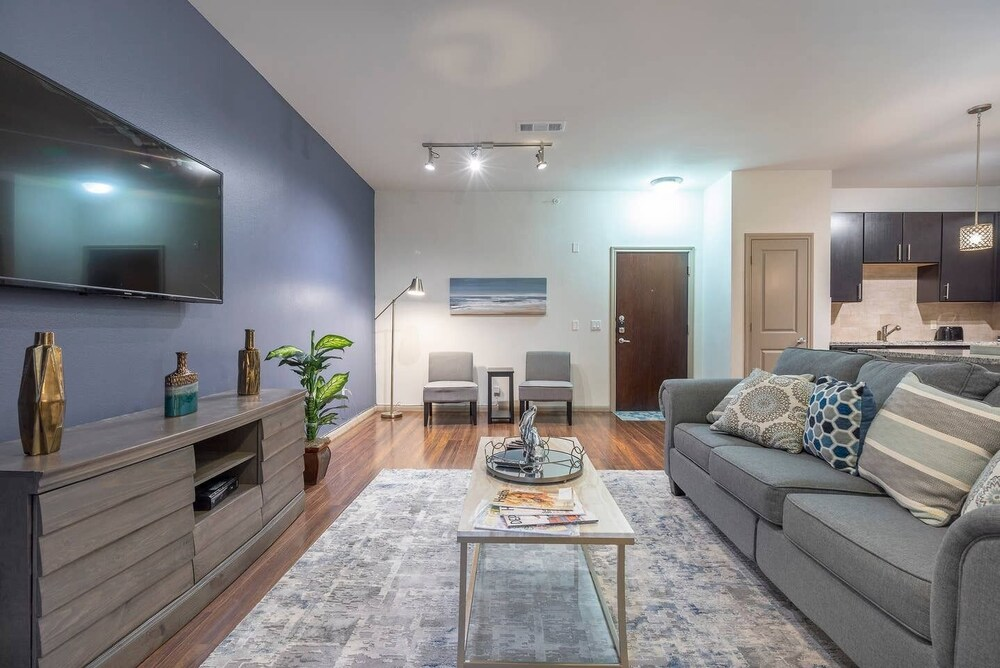 Luxurious Modern Midtown Cozy fully Equipped Condo