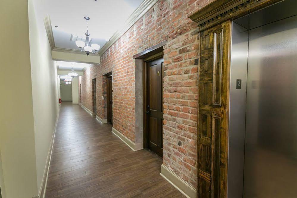Hosteeva Baronne Street Suites