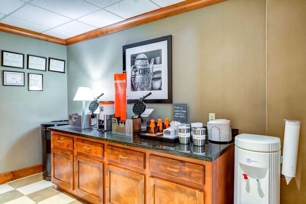 Gallery image of Hampton Inn Boston Norwood