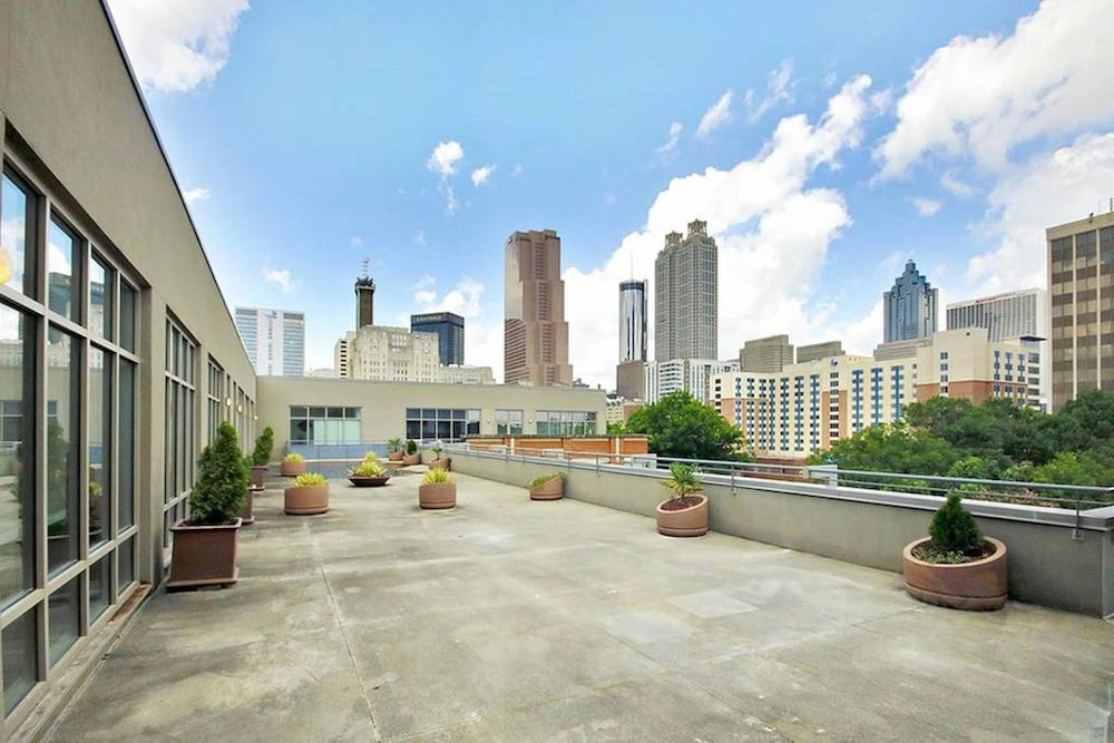 Downtown ATL Corp Rentals by NamaStay
