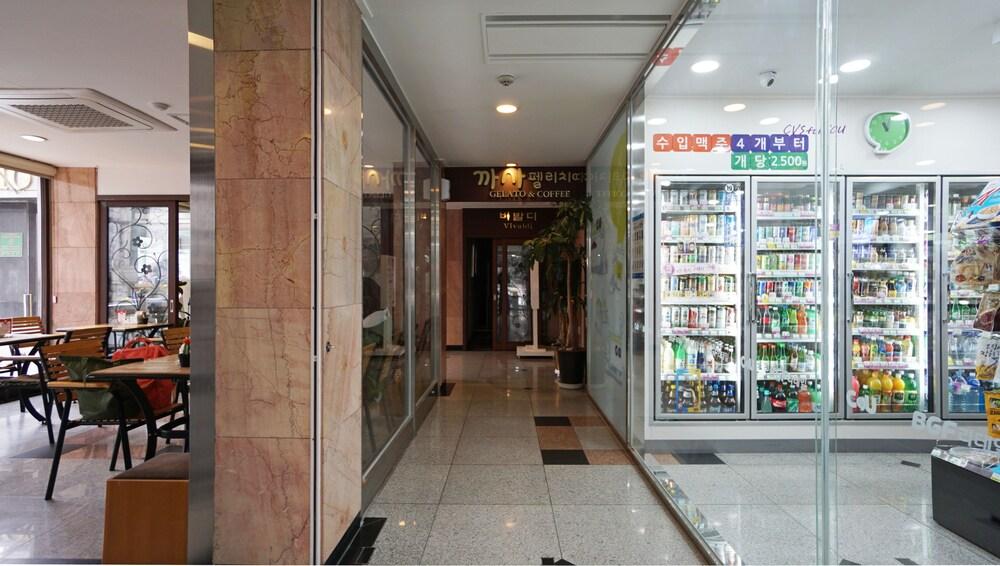 Gallery image of Insadong Crown Hotel