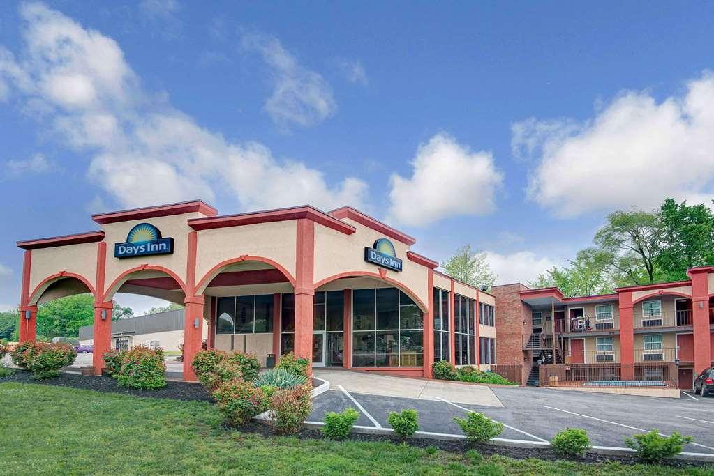 Gallery image of Days Inn by Wyndham Kansas City