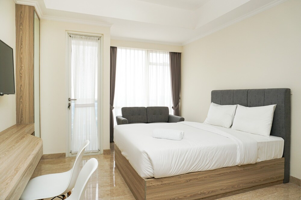 Comfort and Clean Studio Menteng Park Apartment By Travelio