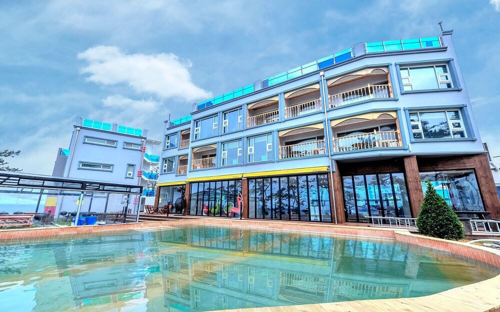 Pohang Pinewave Sea & Spa Pension