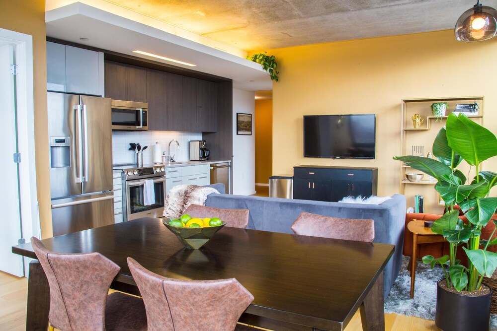 Coral Homes Designer Penthouse in Old City Status Suite