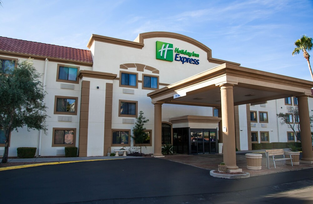 Gallery image of Holiday Inn Express Airport Tucson