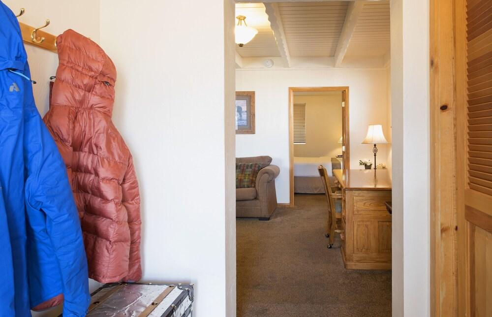 Gallery image of Elk Refuge Inn