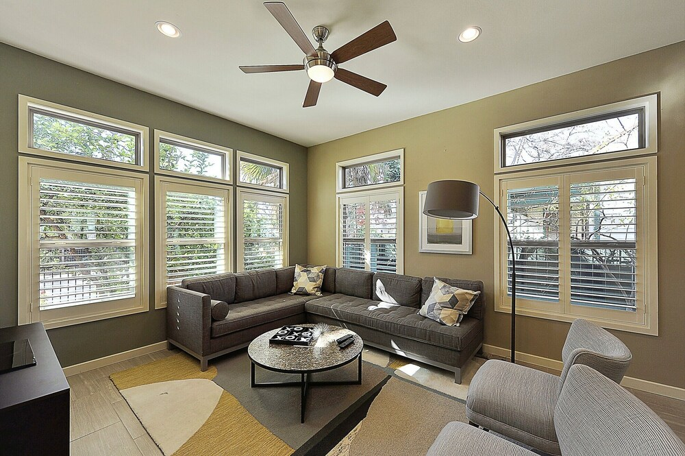 Stylish 3BR in Austin by RedAwning