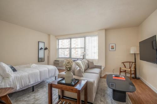 Arch Dome Dtown Classic 1BR with Rooftop by Zencity