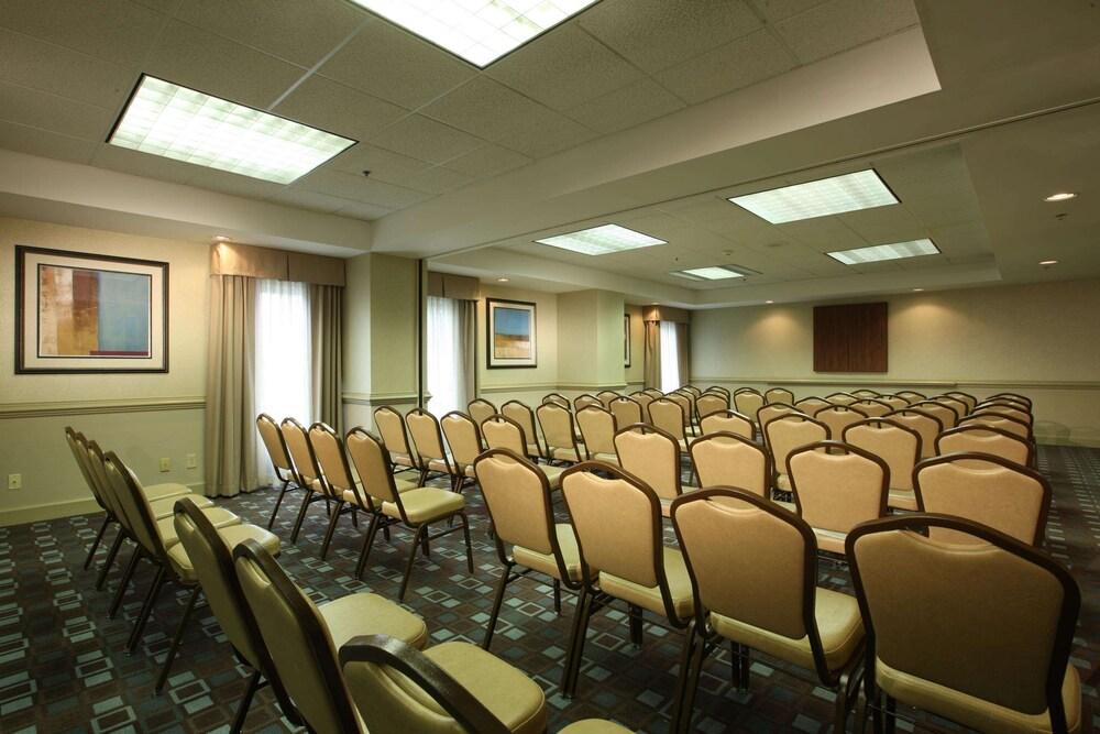 Gallery image of Hampton Inn Pennsville