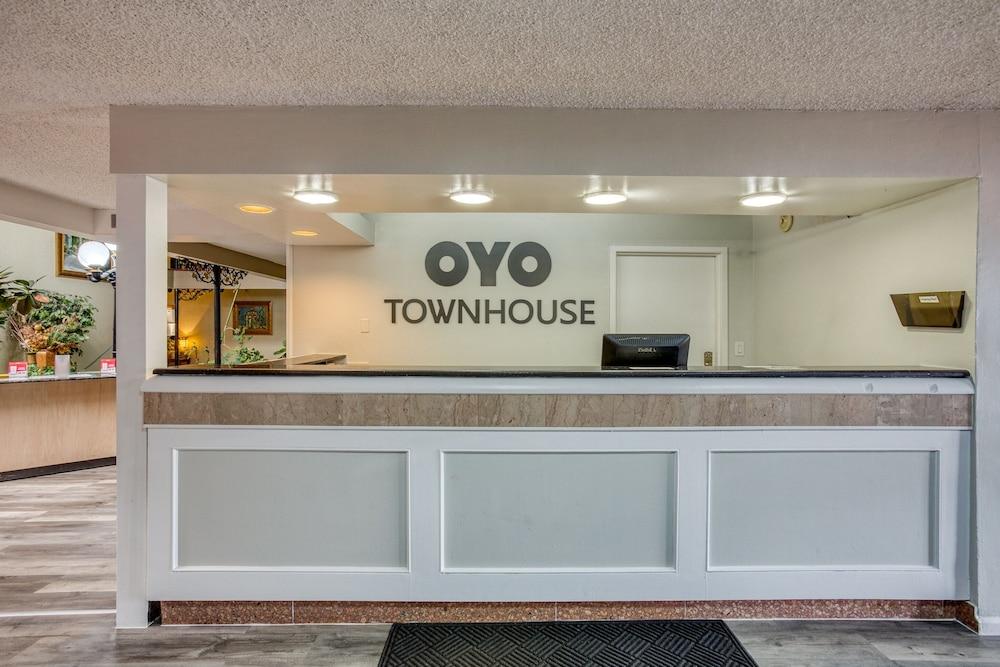 Gallery image of Townhouse Tulsa Woodland Hills
