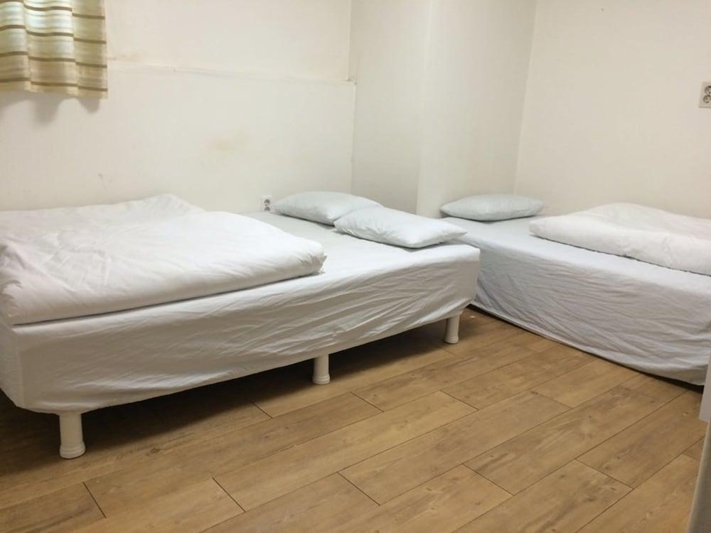 Gallery image of JJ Residence