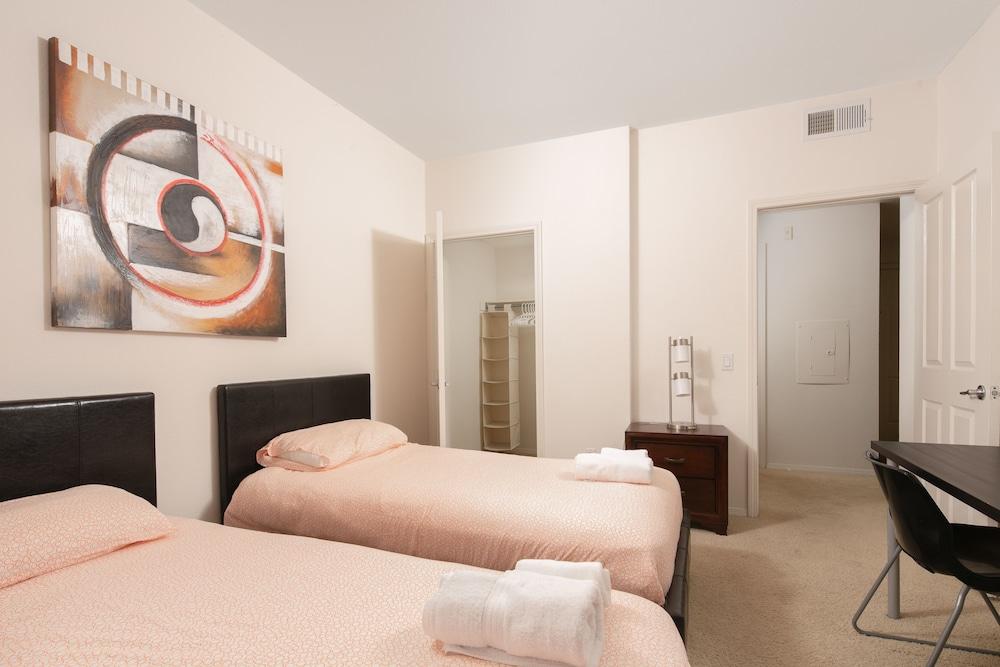 Irvine Comfort Collection 2 bed & 2 Bath
