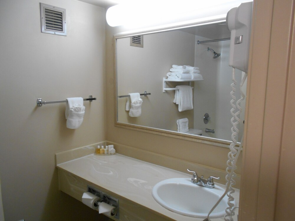 Gallery image of Red Lion Inn & Suites Olympia Governor Hotel