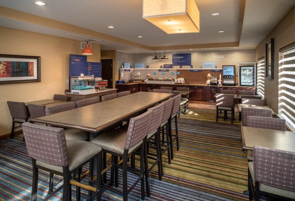 Gallery image of Holiday Inn Express Charleston Kanawha City