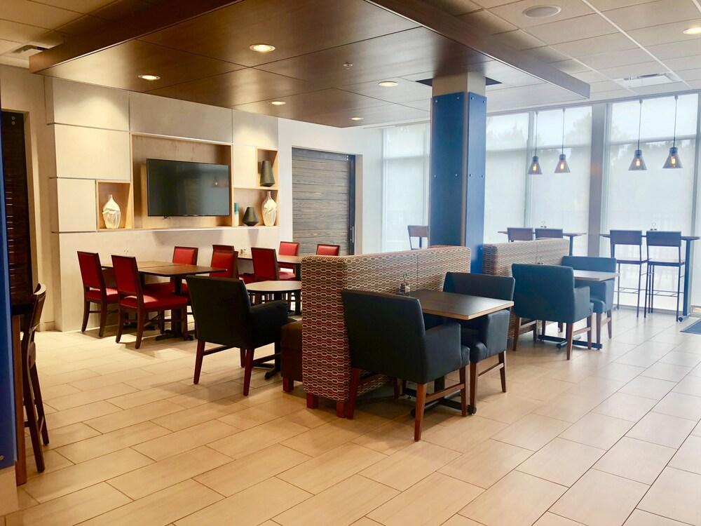 Gallery image of Holiday Inn Express Macon North