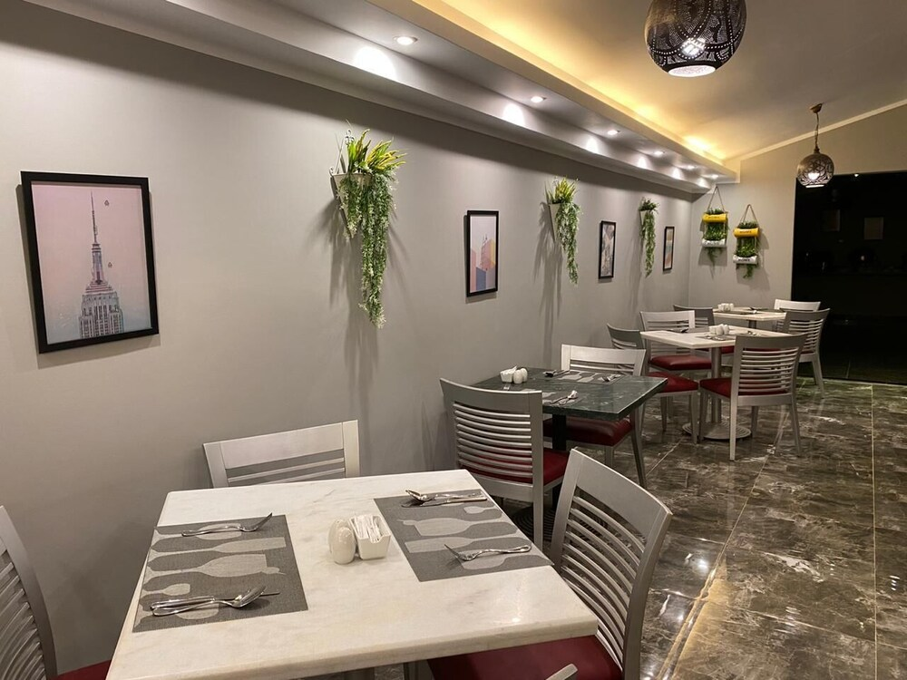 Gallery image of Golden Carven Hotel