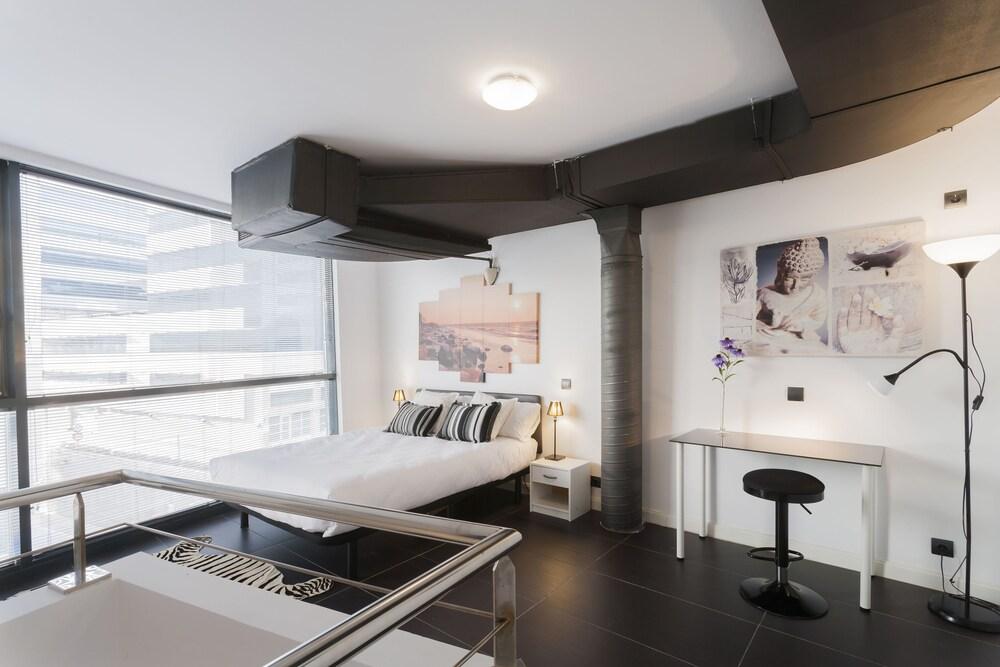 Dobo Rooms Manoteras I Apartment
