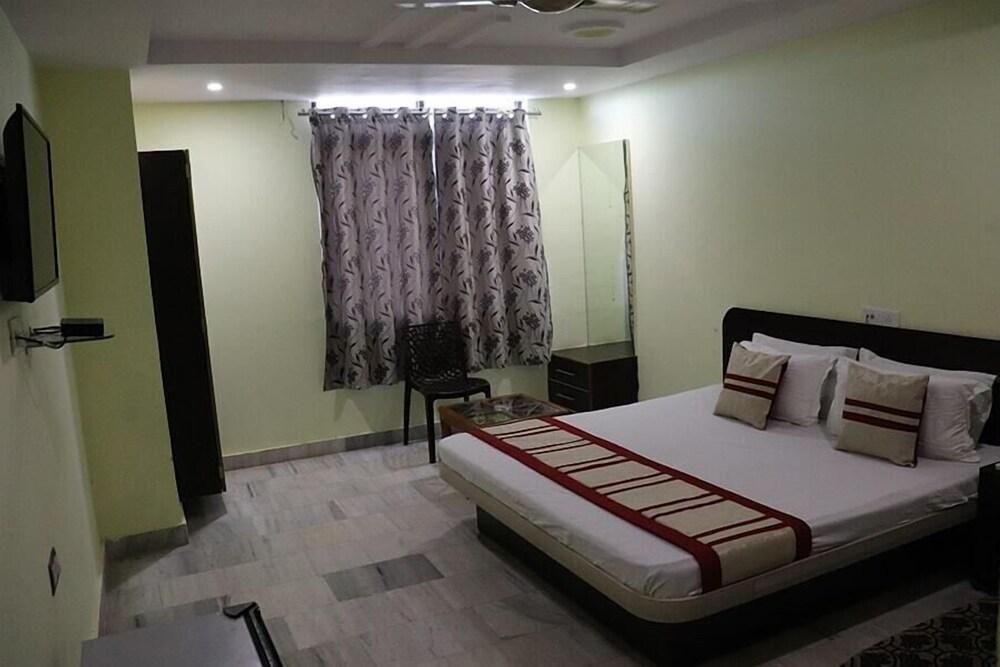 Gallery image of Hotel Raj International