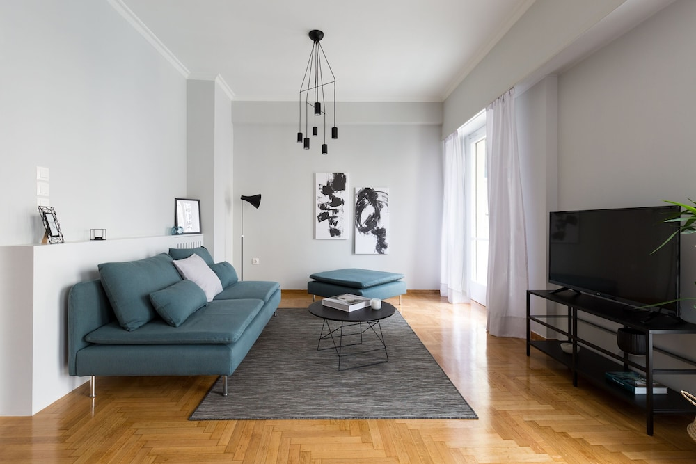 Acropolis Core Bright & Modern Apartment by UPSTREET