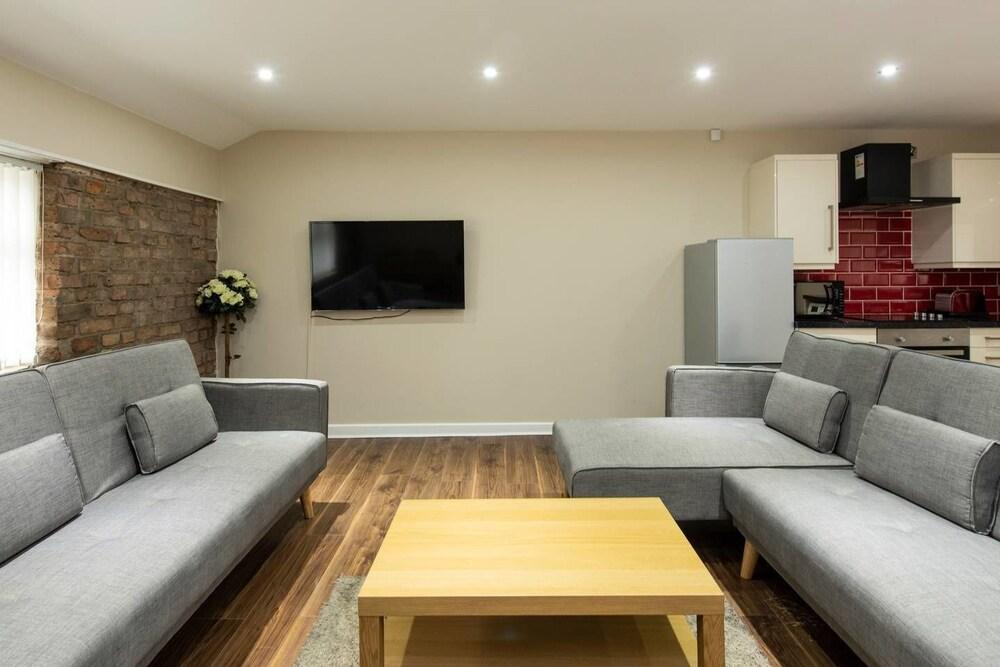 Stunning Penthouse in NQ City Centre Sleeps 8