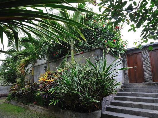 Villa Rona with pool fence