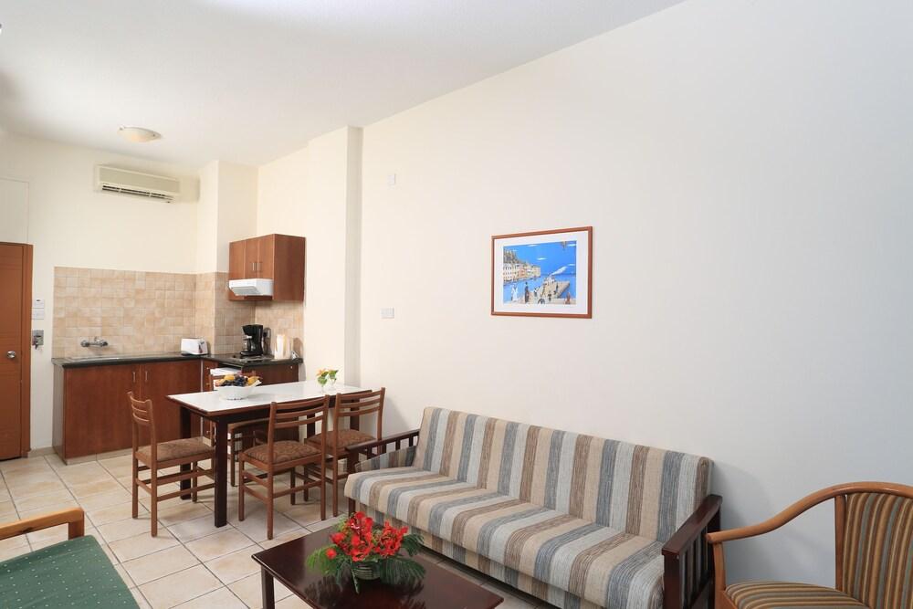 Gallery image of Jacaranda Pantelia Aparthotel
