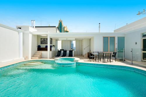 Golden Gate 2 Storey Penthouse with Pool We Accommodate