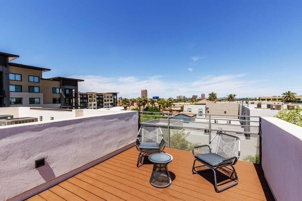 City Luxury Oasis 3 Level Condo With 360 Roof