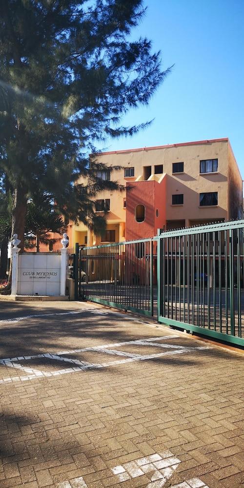 Club Mykonos Apartments