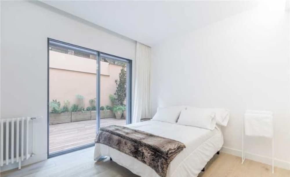 Carrer de Raset House 45 3 Bedrooms 3.5 Bathrooms Home