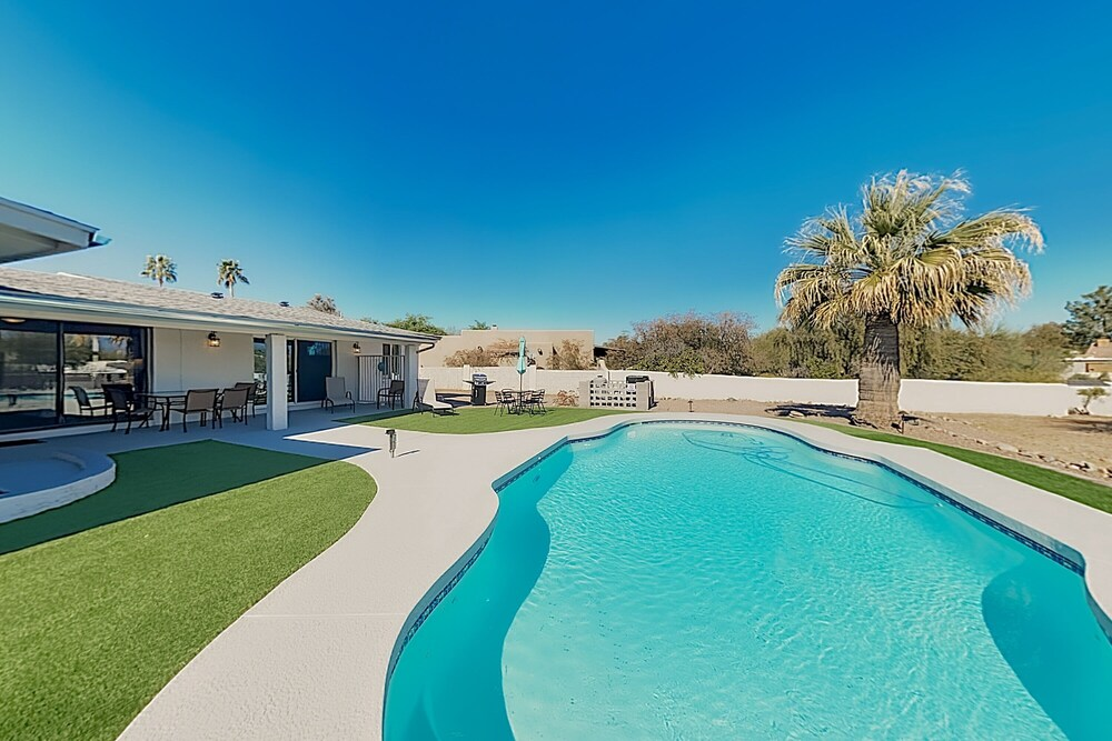 New Listing Luxe Getaway W Pool & Mountain Views 3 Bedroom Home