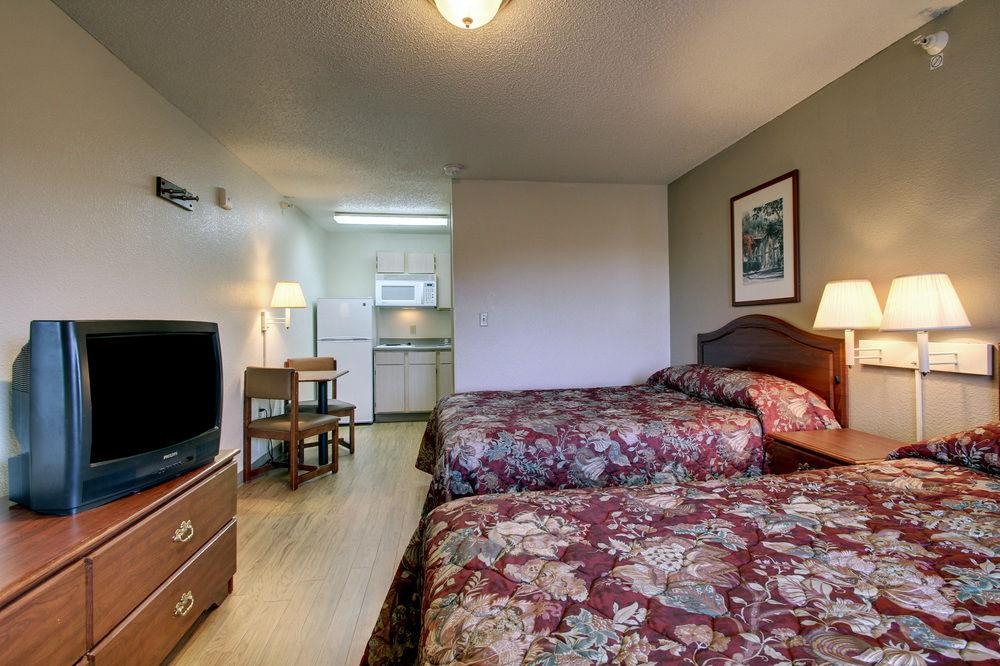 Gallery image of Sun Suites of Charlotte