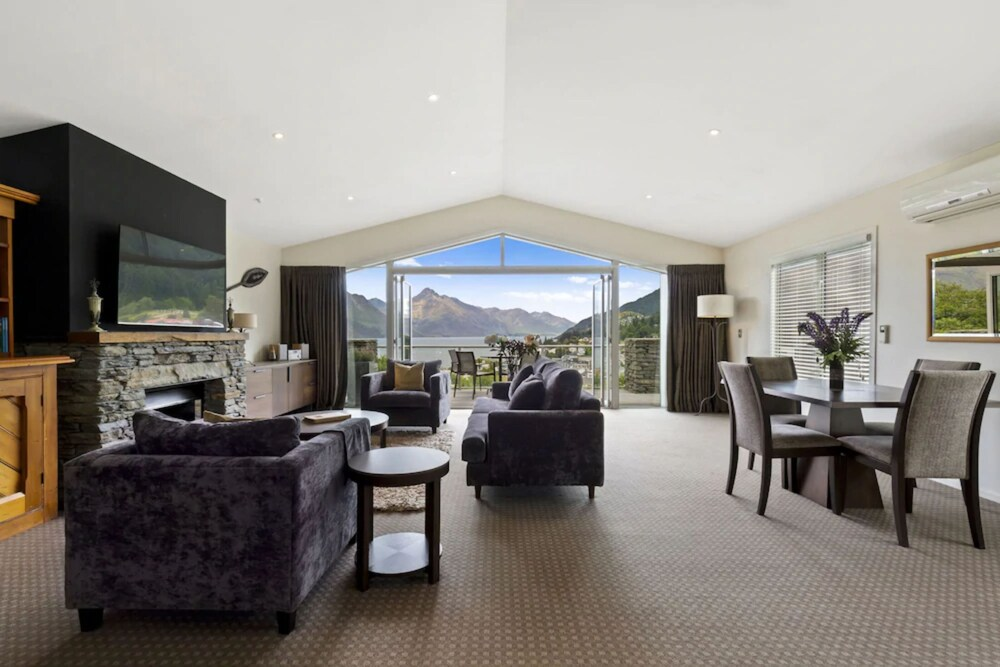 Gallery image of Queenstown House