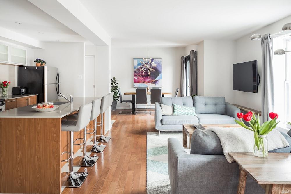 MTLVacationRentals Suite Mont Royal 3 queen beds 1 5 Ba