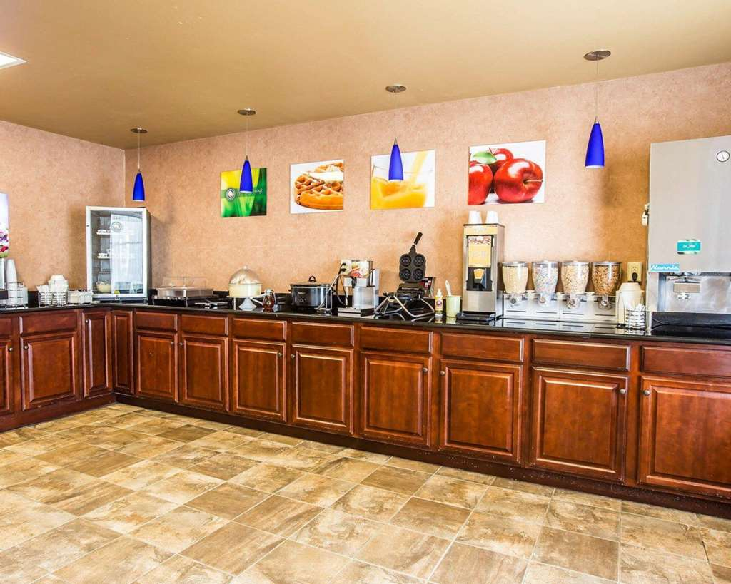 Gallery image of Quality Inn & Suites Airpark East