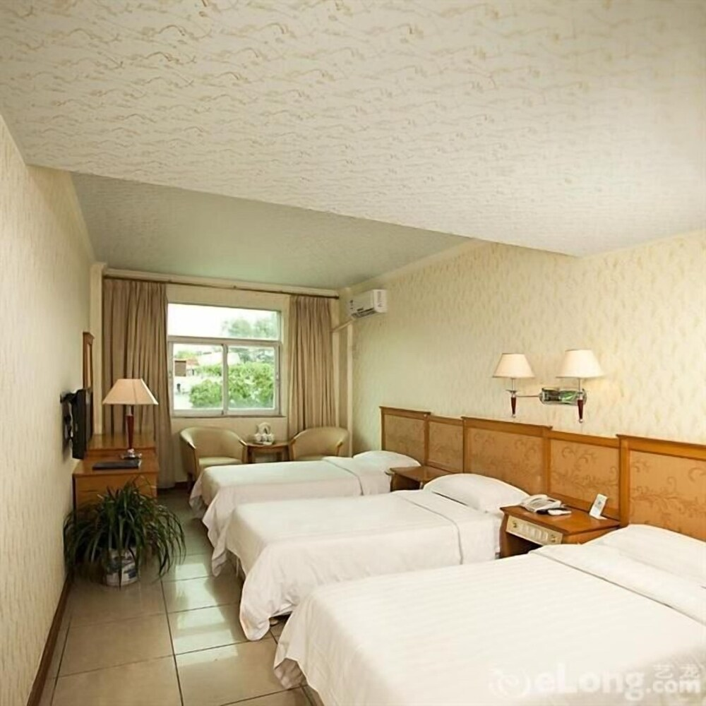 Gallery image of Xiaomeisha Holiday Hotel