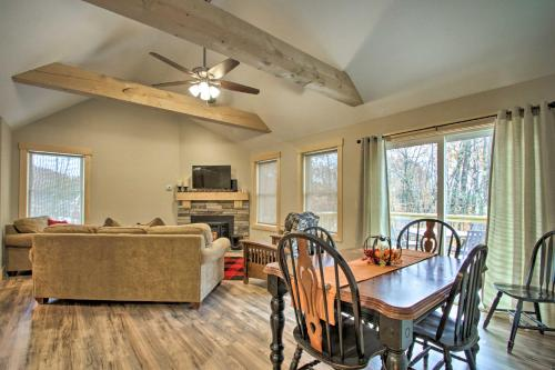 White Mountain Family Friendly Home with Lake Access