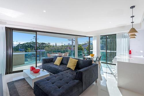 The Princess of Bulimba Executive 3BR Bulimba Apartment with Large Balcony Next to Oxford St