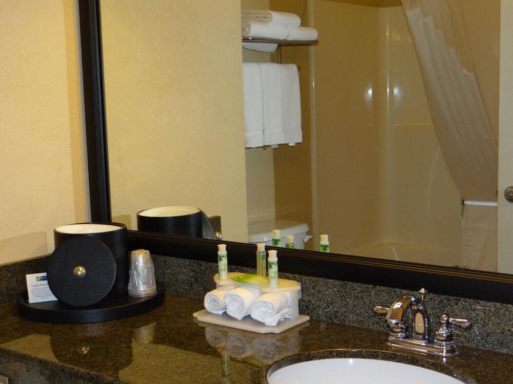 Gallery image of Holiday Inn Express Hotel & Suites Salisbury Delmar