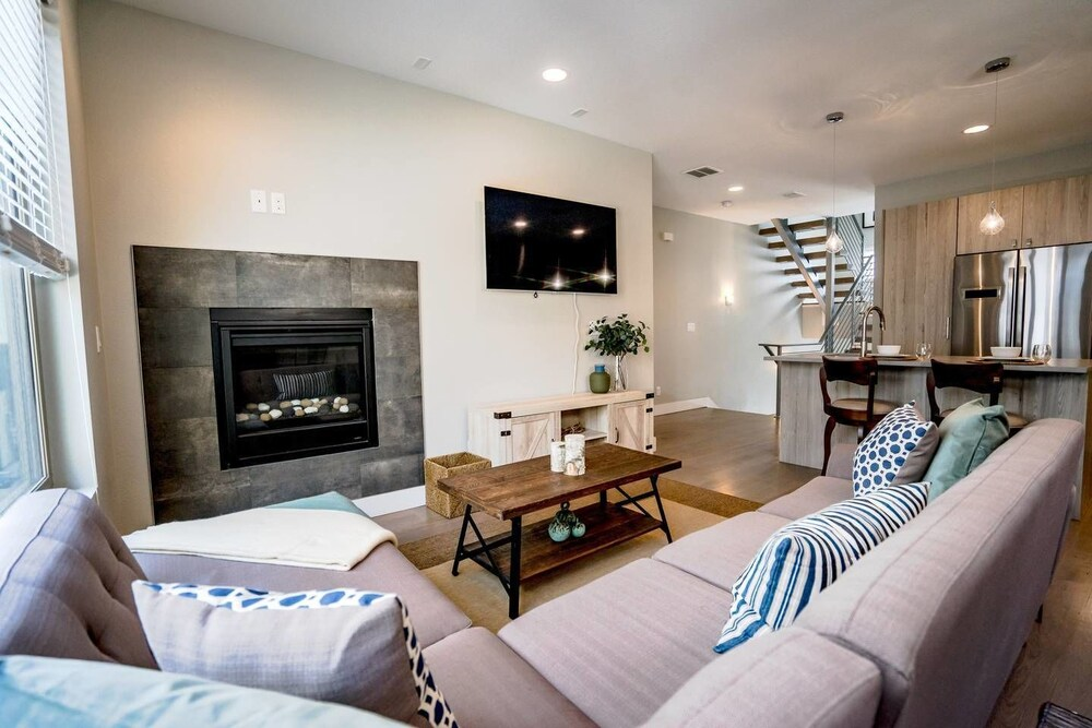 Mile High Lifestyle Townhome in Golden Triangle Rooftop Views