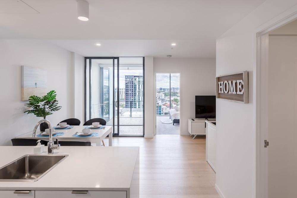 Designer South Bank Apartment