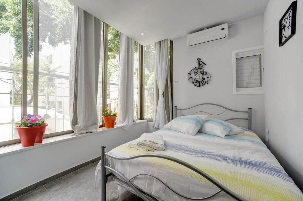 3 Bedrooms Ben Yehuda