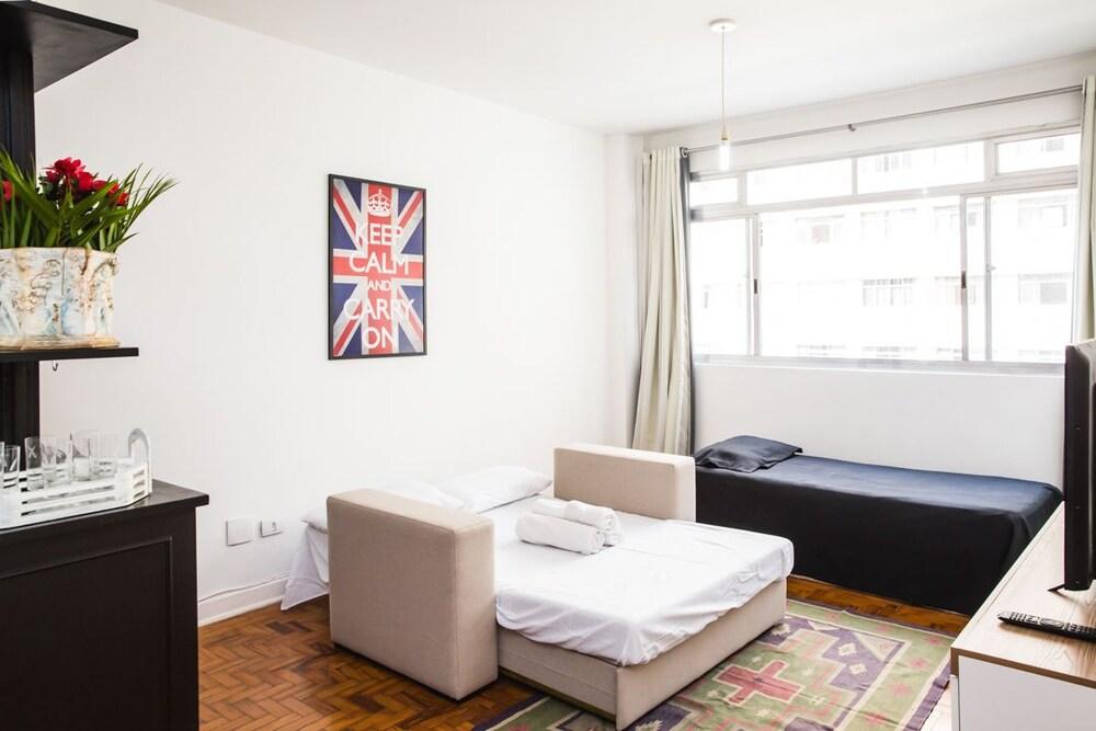Amplo apartamento 2 quadras do metro