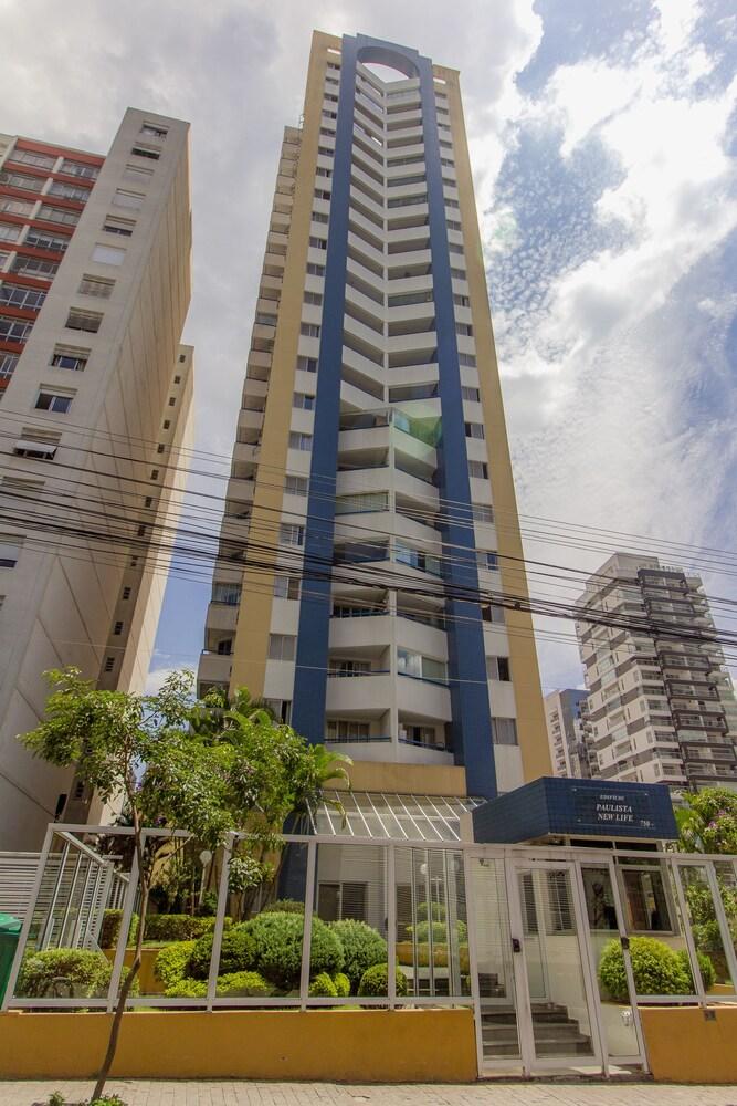 Apartamento na Rua Frei Caneca 750
