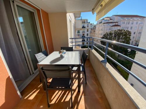Heart of the Center 2BR Flat with sunny terrace