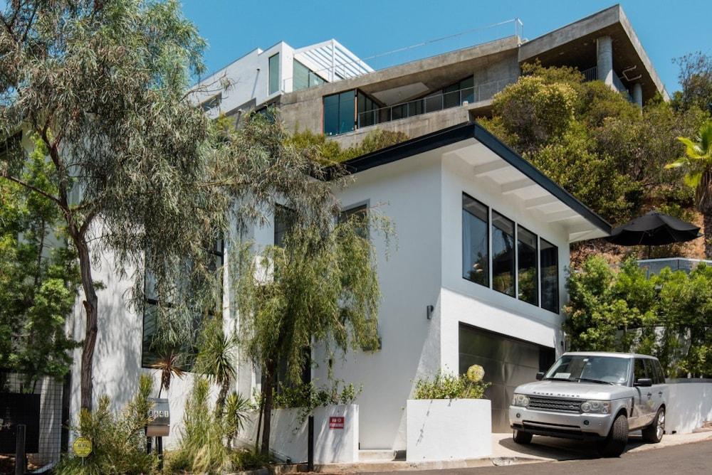 Villa Abstract