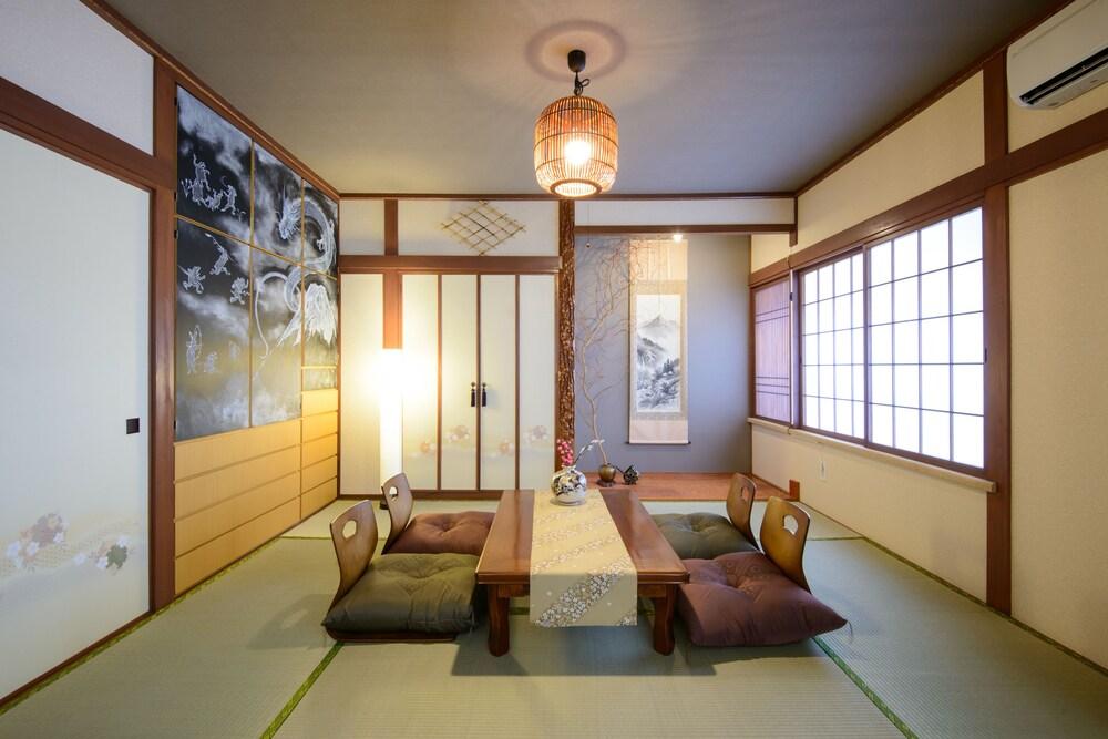 Hiragishi House 1F
