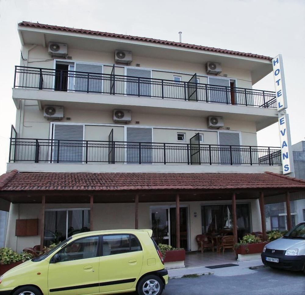Gallery image of Evans Hotel