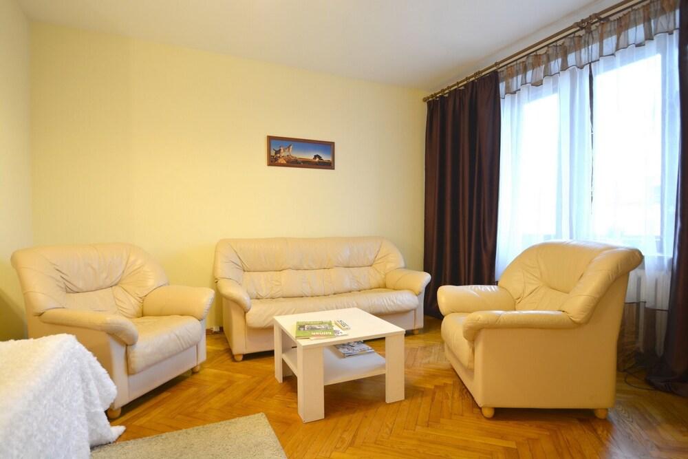Aparton Myasnikova 34